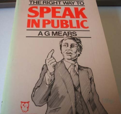 Right Way to Speak in Public (Paperfronts S.)