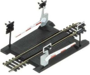 Hornby R645 00 Gauge Level Crossing Single Track