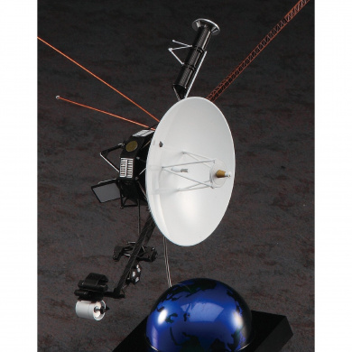 Unmanned Space Probe Voyager (Plastic model)