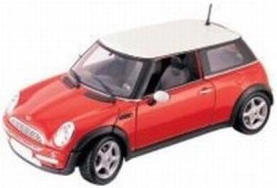 Motor Max: 2001 Mini Cooper 1:18 Scale Die-Cast Vehicle