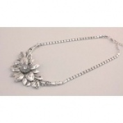 IWGAC 049-40343 Silver Tone Flower Necklace