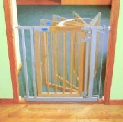 Bettacare Auto close Wooden Stair Safety Gate - Standard