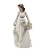 Nao 02001343 Walking On Air Figure Ornament