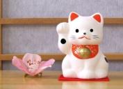 Maneki Neko Lucky Feng Shui white cat with raised paw small A2
