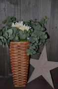 Amish Handwoven Hanging Basket Perfect for Decorative Flowers. Approximate Measurements Are (Bottom) Square 11cm X 11cm with Degree Cut so Oval Opening At Top Is Approximately 20cm Wide X 15cm Deep. The Basket Is Approximately 41cm Tall and Has a Large ..