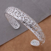 925 silver elegant fashion style particular design bracelet / bangle jewellery classic design.Arrives in a pretty gift bag.