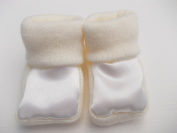BNWT Baby boys or girls unisex knitted 100% Acrylic booties satin front 0-3 m