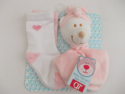 BNWT baby boys and girls cute teddy bear comforter & 2 pairs of socks