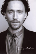 Tom Hiddleston Signed Autographed 21cm x 29.7cm A4 Photo Poster