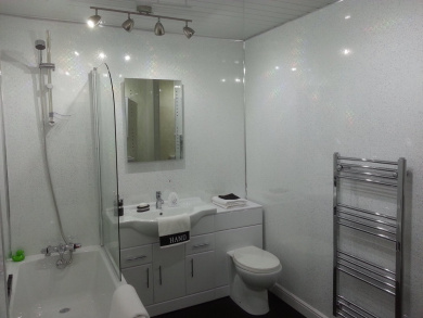 5 White Sparkle Diamond Effect Pvc Bathroom Cladding