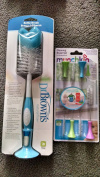 Dr. Brown's Bottle Brush and Munchkin Cleaning Brush 4 Pc Set BUNDLE