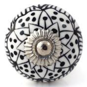 Knobbles and Bobbles Ltd White/Black Pretty Knob