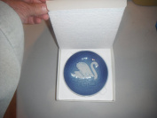 1976 Bing & Grondahl Mother's Day Plate - Swans