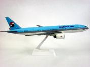 Korean Air (84-Cur) 777-200 Aeroplane Miniature Model Snap Fit 1:200 Part#ABO-77720H-011
