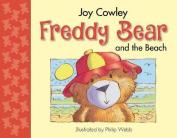 Freddy Bear and the Beach [Board book]
