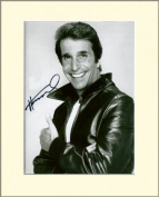HENRY WINKLER FONZ HAPPY DAYS SIGNED AUTOGRAPH PHOTO PRINT IN MOUNT