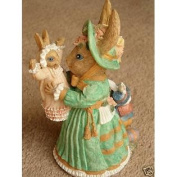 Mother Hopper with Tom and Lilly - The Victorian Animal Collection figurine - VA23 - Bunny & Children (15cm Inch in Hei