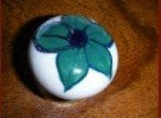 int. d'ailleurs - small Porcelain knobs flower dark green - KNB110