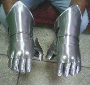 Joints Alligator Fencing Sports Pair of Protective Gloves Made of High Quality Carbon Steel