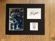 LIMITED EDITION VALENTINO ROSSI AND GUY MARTIN SIGNED DISPLAY PRINTED AUTOGRAPH MOTO GP AUTOGRAPH AUTOGRAF AUTOGRAM SIGNIERT SIGNATURE MOUNT FRAME