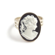 Beautiful Black and white Victorian gothic cameo ring - Adjustable silver