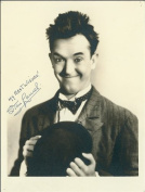 STAN LAUREL AUTOGRAPH GLOSSY PHOTO PRINT APPROX SIZE 30cm X 20cm