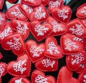 AKOAK 100 Pieces 3.5CM Love Heart Shaped Sponge Petal - I Love You Heart Applique for Wedding Decorative Handmade DIY Petals Birthday Table Party Supplies Confetti(Red)