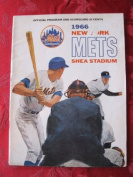 1966 Mets Game Programme vs Reds (32 pg) Unscored Line-ups WRT in pen September 5 - Fisher vs Pappas (Cin 8-2, Rose 3 Hits) Very Good to Excellent [Lt discoloration on cover; contents great]