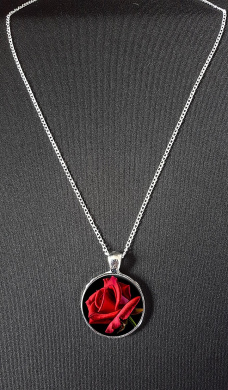 Red Rose Pendant On 46cm Silver Plated Fine Metal Chain Necklace Ideal Birthday Gift N76