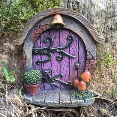 Miniature Hobbit, Pixie, Elf, Fairy Door - Tree Garden Home Decor - Fun Quirky Gift Figurine - H7cm