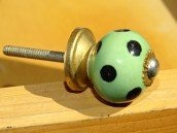 int. d'ailleurs - Small green handles with black dots - KNBMIN020