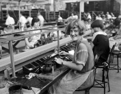 1925 Female Workers on an Assembly Line Vintage Photograph 22cm x 28cm