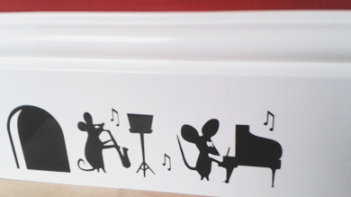 """Mouse Hole """" Party Time """" Skirting Board Wall Art Sticker Vinyl Decal """" 18cm x 5cm..UKSELLINGSUPPLIERS"""