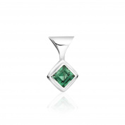 Adorable and attractive, Pure 925 sterling silver diamond shaped pendant embedded with Quality green Quartz.
