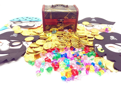Guaishou Pirate Treasure Chest Toys 325 Pieces Gems and Gold Coins and masks Party Favour Games (100 Coins+220 Gems+4 mask+1 box)