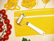 Tagliatelle and noodles cutter, 7 straight-edged stainless steel blades with ABS handle. Art.322