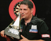 LIMITED EDITION GARY ANDERSON DARTS SIGNED PHOTOGRAPH + CERT PRINTED AUTOGRAPH