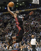 LIMITED EDITION DWAYNE WADE BASKETBALL SIGNED PHOTOGRAPH + CERT PRINTED AUTOGRAPH