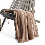 Battilo Flannel Fleece Luxury Blanket Throw 200 GSM Lightweight Cosy Plush Microfiber Solid Blanket, 150X200cm